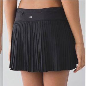 Lululemon Black Pleat to Street Skirt/Skort Size 2
